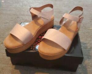 Razzmatazz Rose Gold Sandal NIB Size 7.5