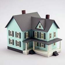 MODEL POWER N SCALE GRANDMA'S NEW HOUSE BUILT-UP BUILDING LIGHTED with 2 FIGURES