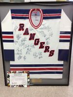 New York Rangers 1998-99 Team Signed Jersey (Wayne Gretzky Final Game In NHL!)