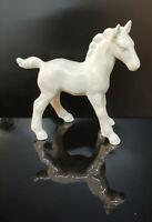 9942973-ds Wagner&Apel Porzellan Figur  Pferd Fohlen weiß L11cm