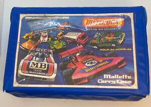 MATCHBOX 1/64 SCALE 1976 24 CAR CARRY CASE c/w 2 WHITE CAR CARRY TRAYS LESNEY