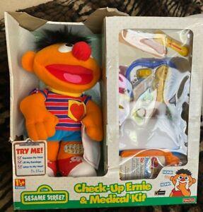 VTG 1999 Fisher Price Sesame Street Check Up Ernie  & MEDICAL KIT RARE HTF  NRFB