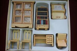 Puppenstube Möbel 1:12 Holz Wohnzimmer Klavier Bücherschrank Vitrine Stühle Set