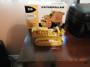 First Gear Caterpillar D9E Track Type Tractor with no. 29 Cable Control 1:25