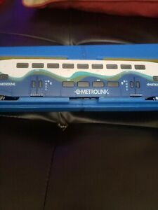 METROLINK patched SOUNDER  BOMBARDIER COACH ATHEARN ,WITH CASE NO ORIGINAL BOX.