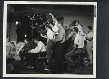 LORETTA YOUNG ON SET WITH DIRECTOR + CREW PREPARING FOR TAKE -1937 VINTAGE PHOTO