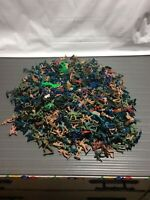 Huge Lot Of Small Plastic Army Guys Toy Soldiers