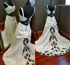 Vintage Gothic Black and White Wedding Dresses With Appliqued Lace Customized