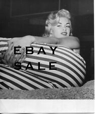 JAYNE MANSFIELD Sexy HOT PHOTO Cameltoe Tight Pants RARE VINTAGE HOME CANDID