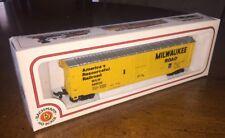 Bachmann Electric Trains HO Scale MILWAUKEE ROAD BOX CAR 56500 NIB
