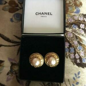 Auth Vintage CHANEL Pearl Round Clip On Earrings Gold/White Used from Japan F/S