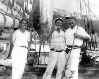 ERNEST HEMINGWAY WITH MARLIN (FISH) IN HAVANA HARBOR IN 1932 8X10 PHOTO (DD-178)