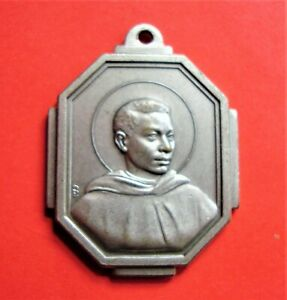 St Martin De Porres Large Vintage Medal Mixed Race Innkeepers Barbers Patron