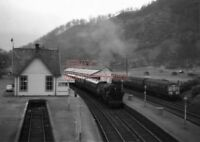 PHOTO  BR LOCO 80061 AT CALLENDER RAILWAY STATION ON 30TH MARCH 1964 (2)