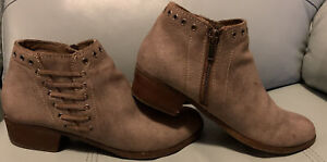 New In Box MINNETONKA Womens BRENNA Boot BROWN Sz 8