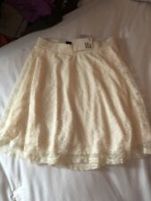 H&M Ladies Brand New Cream Lace Lined Mini Skirt Size Small