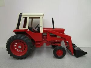 Vintage ERTL IH International 1/16 Scale 1586 Toy Tractor with Front Loader