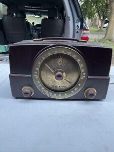 Vintage Zenith AM FM Tube Radio Model Y825 Bakelite ca 1950's It Turns On.