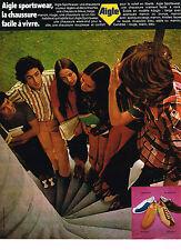 PUBLICITE ADVERTISING 054  1972  AIGLE   SPORTWEAAR  CHAUSSURES DE COULEUR