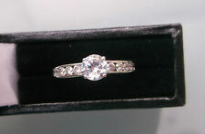 Women's 9ct White Gold Solitaire CZ with CZ Stone Shoulders Size L Stamped W1.6g