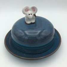 """RACKLIFFE POTTERY OF MAINE BLUE HILL ART 6.5"""" COVERED CHEESE TRAY W/MOUSE HANDLE"""