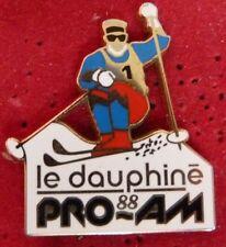 RARE ANCIEN GRAND PIN'S SKI LE DAUPHINE 88 PRO AM ARTHUS BERTRAND