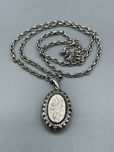 "Victorian Style Sterling Silver Locket & 22"" Sterling Silver Belcher Chain"