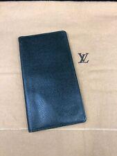 LV744 LOUIS VUITTON  Green Taiga Leather Bifold Long Wallet