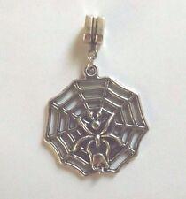 pendentif argenté toile avec araignée et tête de mort 33x31 mm