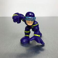 Marvel Super Hero Squad CYCLOPS figure crouching in blue hood X-Men costume