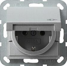 Gira System 55 aluminium, STECKDOSE KLAPPDECKEL 045426