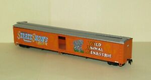 HO Scale STRATES CARNIVAL STOCK CAR for Model Train Layouts & Display - Walthers