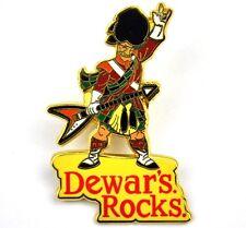 Dewar's Rocks Whisky USA Pin Button Anstecknadel Schotte mit Pfeil Gitarre