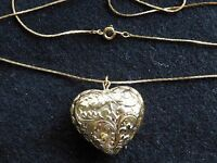 Vintage Gold Tone Ornate Heart Pendant 30 IN Serpentine Chain Necklace
