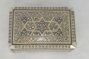 VINTAGE EGYPTIAN MARQUETRY BOX WITH MOTHER OF PEARL INLAY