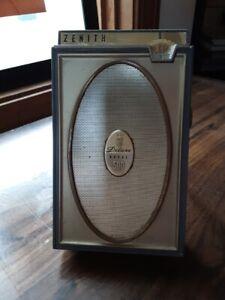 ~ ZENITH Deluxe 500 Transistor Radio ~  MCM era ~ Works Well ~ 2-tone Gray ~