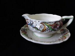 "Royal Doulton D. 5609 ""Tintern"" Gravy Boat with Underplate"