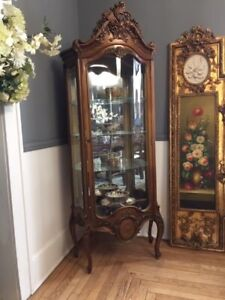 Louis style Gold Leaf Antique French Curved Glass Curio Cabinet 19th C