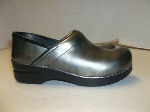 Womens Size 38/7.5 Dansko Gray Clogs/Loafers