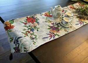 DaDa Bedding Tropical Paradise Floral Birds Elegant Tapestry Dining Table Runner