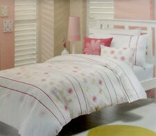 WHIMSY DAISY CHAIN DOUBLE BED QUILT COVER SET. BRAND NEW.