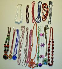 Kette aus Holz und Kunststoff Perlen