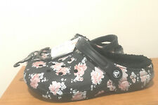 BRAND NEW WOMEN'S CROCS CLASSIC PRINTED LINED CLOGS - SIZE 9