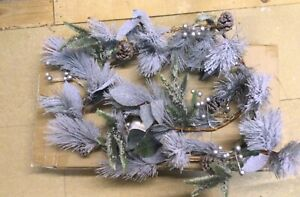 Battery operated christmas garland