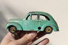 Magnifique voiture Renault Juvaquatre CIJ 1940 Tôle à clé