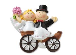 Brautpaar 2 D,  3-6 cm, in Hochzeitskutsche . Dekofigur