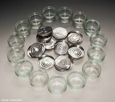 - 15 x kleine Gläser aus Apotheke für Cremes und Salben + Deckel um 1955 -