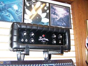 Kustom 100 Bass Amplifier Head Black and 2 Speakers