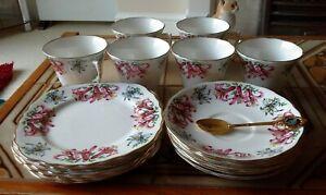colclough tea set england 6 small plats 6 larger plats 6 cups and a spoon