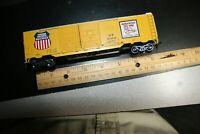 50' U.P. DD box car yellow Athearn ho scale RTR